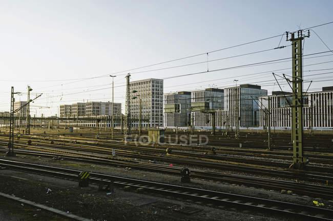 Смежные железнодорожного треки возле Главный вокзал, Германия, Бавария, Мюнхен — стоковое фото