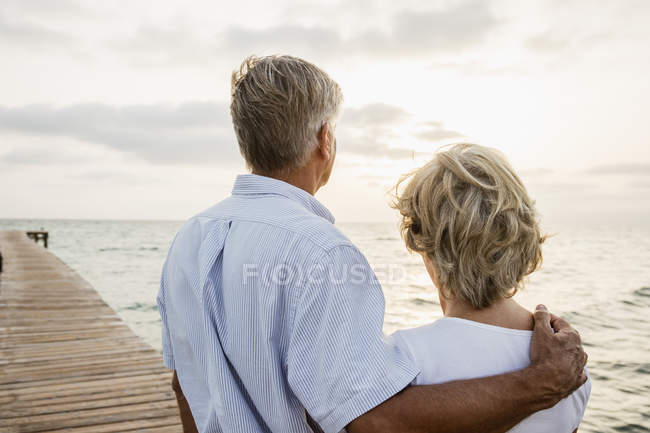Senior couple standing at the sea — Stock Photo