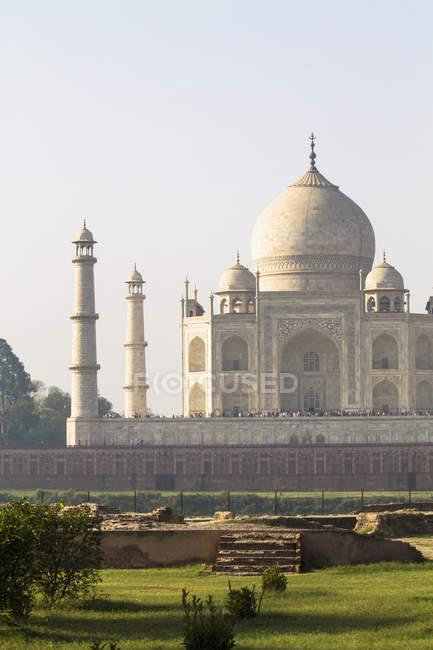 Les gens à Taj Mahal — Photo de stock