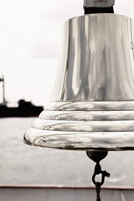 Крупним планом блискучі Корабельний дзвін — стокове фото