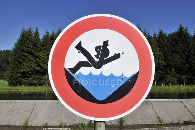 Germany, Bavaria, Warning sign at canal — Stock Photo