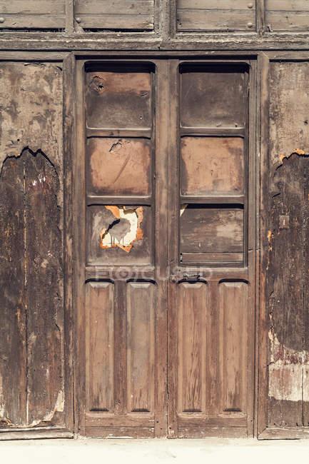 Іспанія, гранж дерев'яні двері, крупним планом — стокове фото