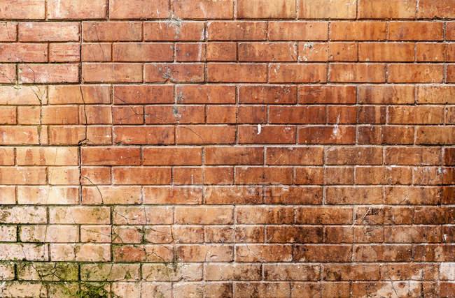 Muro de ladrillo naranja vista exterior - foto de stock