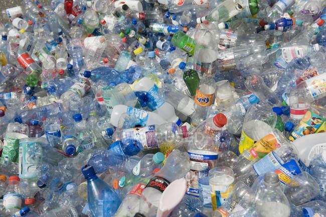 Recyclage des bouteilles en plastique vides, plein cadre — Photo de stock