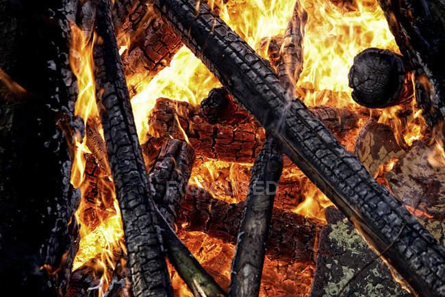 Anzeigen von Blaze und Feuer, Nahaufnahme — Stockfoto
