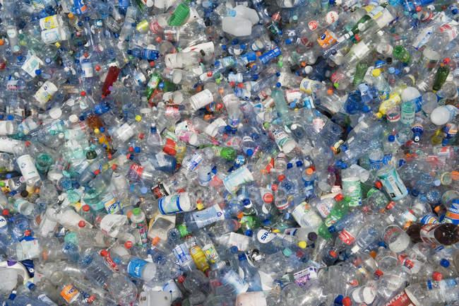 Пустые пластиковые бутылки утилизации, полная рамка — стоковое фото