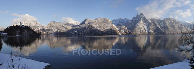 Österreich, Oberösterreich, Ansicht von Traunkirchen Dorf mit See Traunsee — Stockfoto