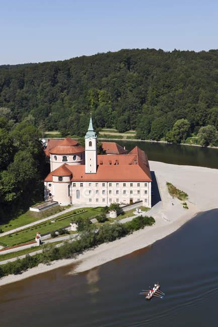Велтенбургское аббатство и Дунай — стоковое фото