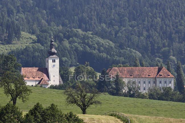 Пиберская церковь и замок — стоковое фото
