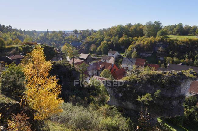 Вид на деревню в Германии, Бавария, Франкония, Уппер Франкония, Франкония Швейцария, Кройштайн, Фельд — стоковое фото