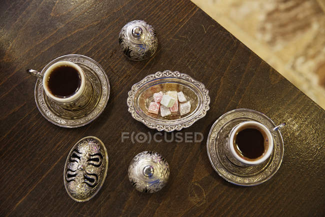 Europe, Turkey, Istanbul, Mocha coffee in golden cups — Stock Photo