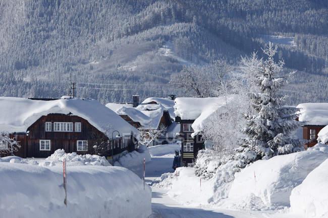 Österreich, Steiermark, tief verschneiten Pichl Kainisch Dorf — Stockfoto