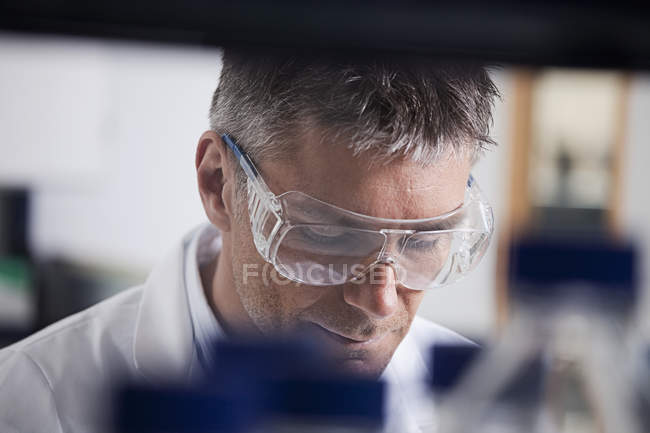 Scientist doing medical research — Stock Photo