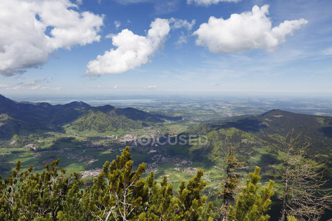 Allemagne, Bavière, Chiemgauer Alpen avec ciel nuageux — Photo de stock