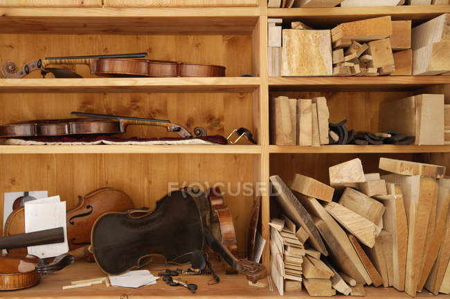 New handmade violins with tools — Stock Photo