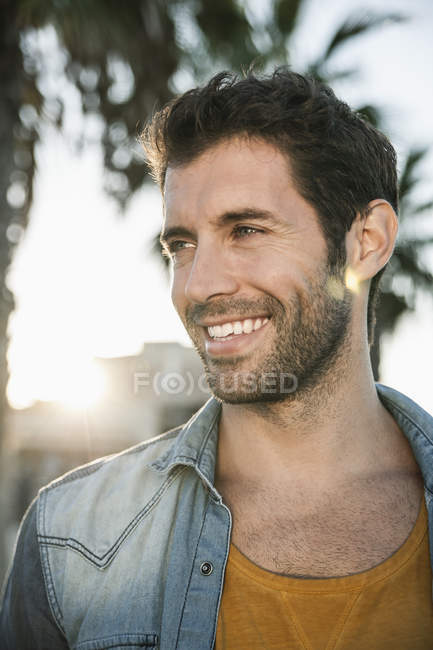 Mid adult man looking away, smiling — Stock Photo