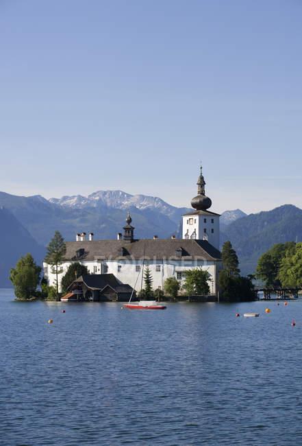 Österreich, Gmunden, Ansicht der Ort Burg und Traunsees — Stockfoto