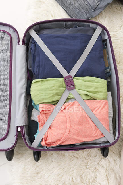 Close-up of Packed travel  suitcase in apartment — Stock Photo