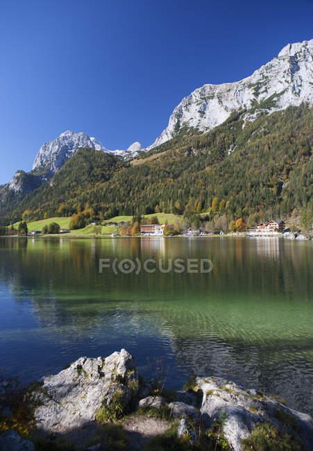Allemagne, Bavière, Ramsau, vue de Reitertalpe montagne avec lac Hintersee — Photo de stock