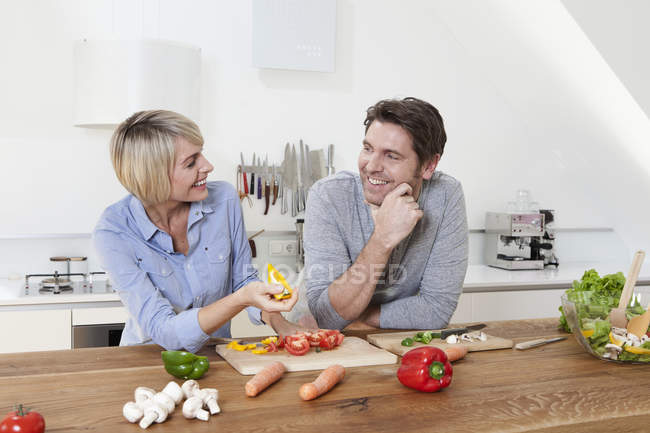 Mature couple in kitchen, smiling — Stock Photo