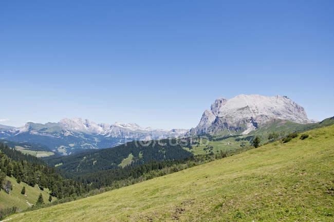 Langkofel avec Sassopiatto et Dolomiti Alpes — Photo de stock