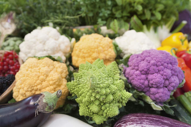 Cauliflowers at farmer market — Stock Photo