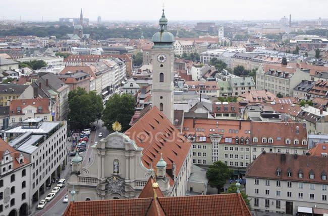 Deutschland, Bayern, München, Blick auf die Heilig-Geist-Kirche vom Turm der Peterskirche — Stockfoto