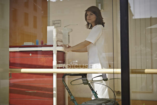 Caretaker with medicine trolley in nursing home — Stock Photo
