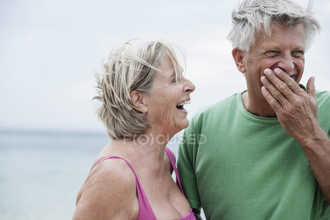 Senior couple smiling on beach — Stock Photo