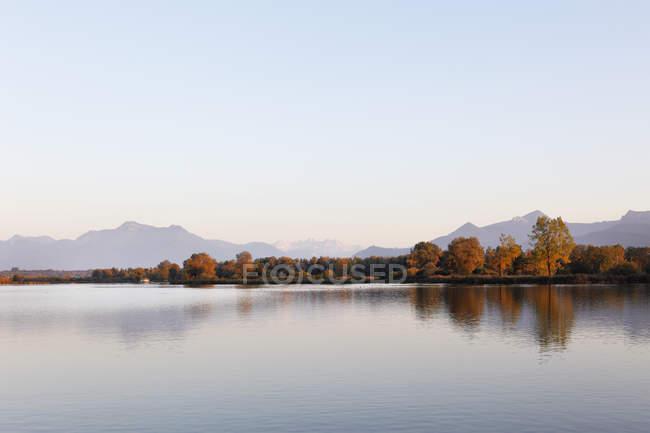 Allemagne, Bavière, Haute Bavière, Chiemgau, lac Chiemsee au coucher du soleil — Photo de stock