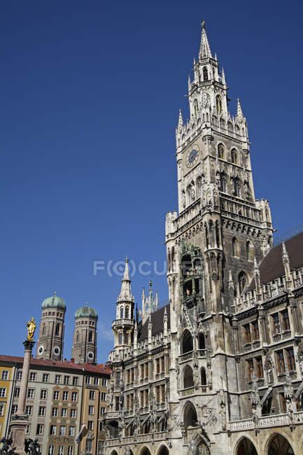 Deutschland, Bayern, München, anzeigen Marienplatz und Frauenkirche — Stockfoto
