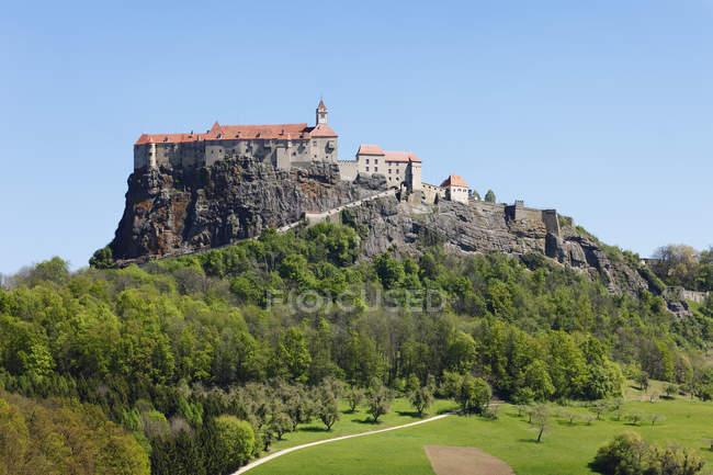 Österreich, Steiermark, Ansicht von Schloss Riegersburg auf Hügel — Stockfoto
