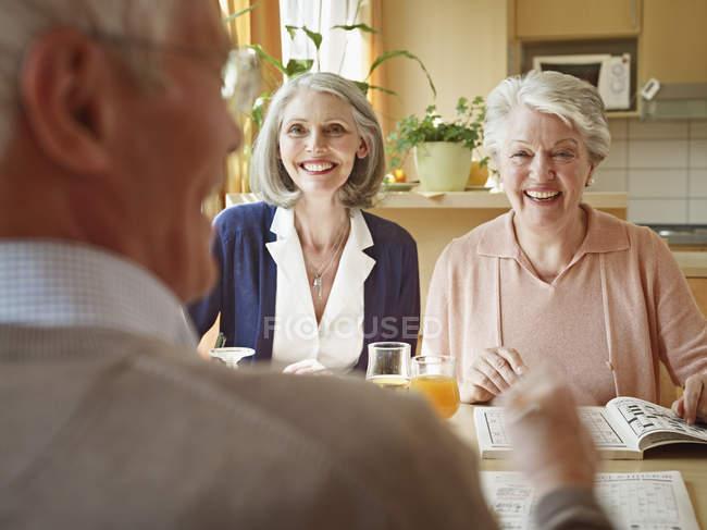 Mann und Frau im Pflegeheim — Stockfoto