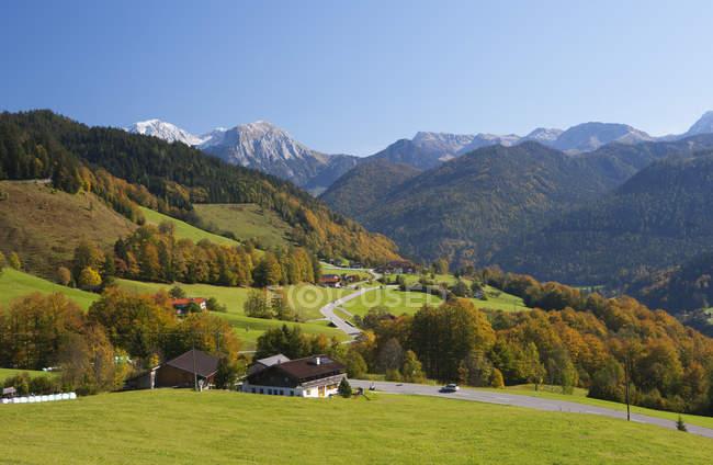 Allemagne, Bavière, Ramsau, montagnes de Watzmann et maisons — Photo de stock