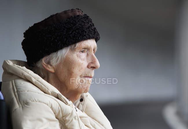 Senior woman looking away — Stock Photo