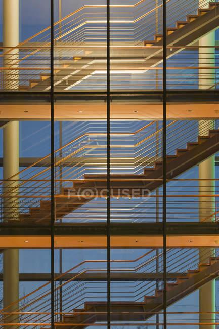 Німеччина, Баден-Вюртемберг, Штутгарт, сходи Офісна будівля — стокове фото