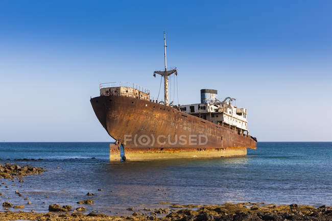 Spain, Canary Islands, Lanzarote, Arrecife, Punta Chica, Ship wreck Telamon — Stock Photo