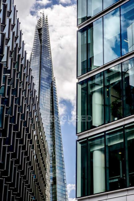 Англія, Лондон, Лондонське око, переглянути 'черепок' і двох інших офісних будівель в більш Лондон Riverside — стокове фото