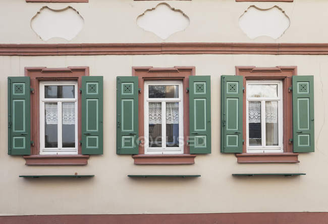 Facade of a historical building during daytime — Stock Photo