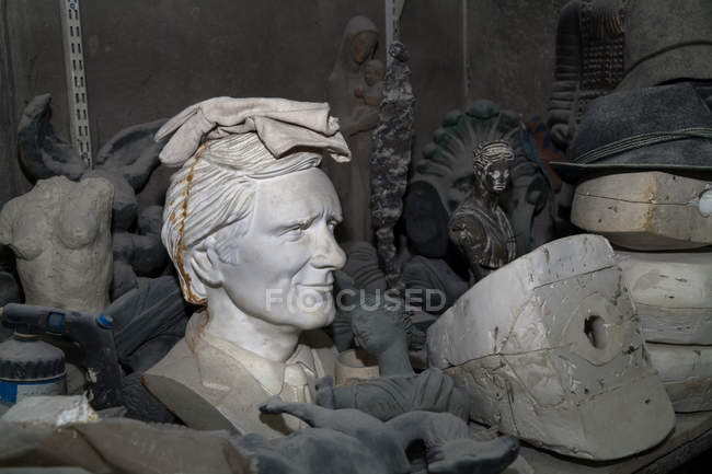 Germany, Munich, Bust of actor Helmut Fischer in art foundry — Stock Photo