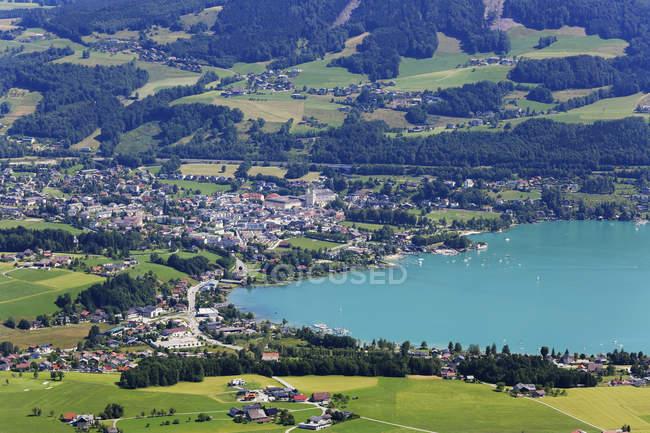 Австрія, Верхня Австрія, Зальцкаммергут, Мондзю в денний час озера — стокове фото