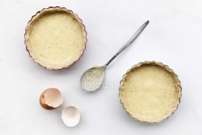 Гречка морковь торты перед выпечкой, гречневая тесто и яйца смесь кокосового молока в выпечке блюд, лактозы и глютена — стоковое фото