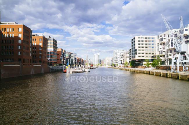 Moderni edifici residenziali, Hafencity, Sandtorhafen, Hamburg, Germania — Foto stock