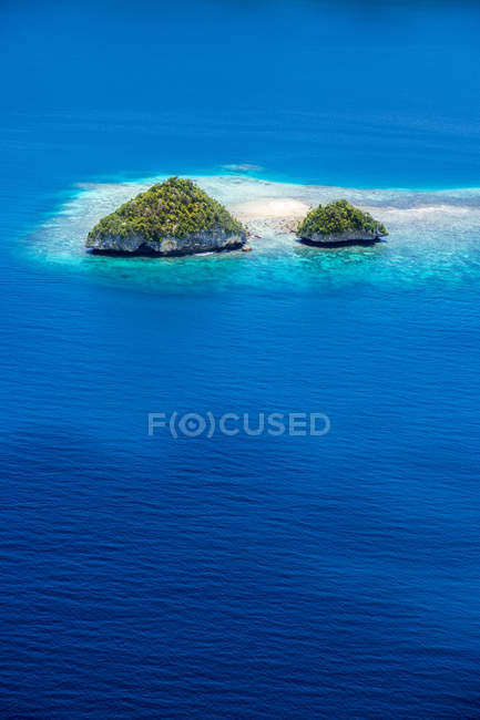 Mikronesien, Palau, kleine Inseln im Ozean tagsüber — Stockfoto
