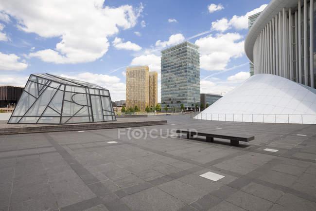 Люксембург, Люксембурга, Європейському кварталі, офісної будівлі та філармонічний зал на Європейській площі — стокове фото