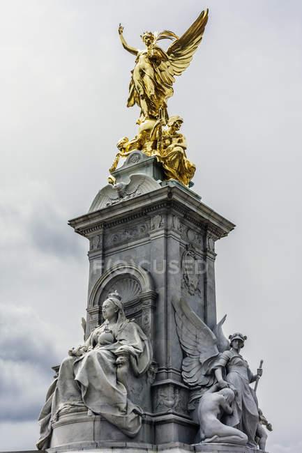 Reino Unido, Inglaterra, Londres, Westminster, Victoria Monument, Estátuas da Rainha Vitória e Deusa da Vitória — Fotografia de Stock