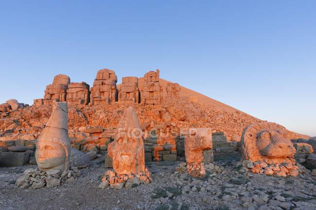 Turkey, Anatolia, Mount Nemrut, grave of Antiochos, stone heads — Stock Photo