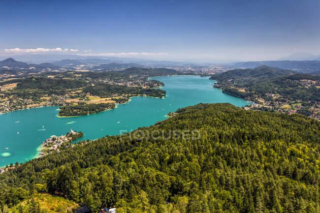 Austria, Carinzia, Woerthersee e vista sul fiume durante il giorno — Foto stock