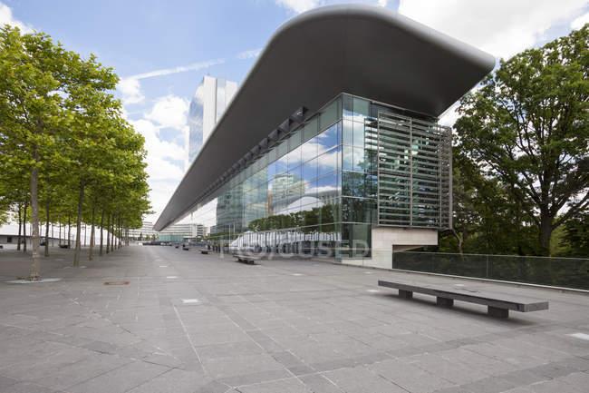 Luxemburgo, cidade de Luxemburgo, bairro europeu, prédio na Praça Europeia — Fotografia de Stock