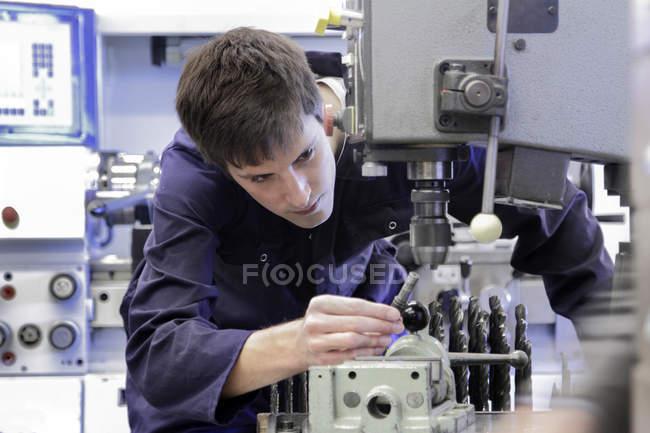 Mechanic working in crafts workshop — Stock Photo